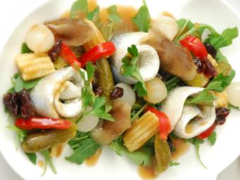 Śledź z piklami i sosem balsamiczno-miodowym
