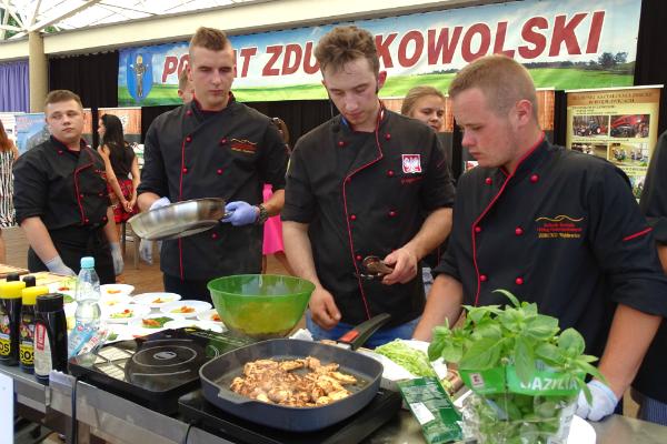 Tradycyjne gotowanie na pokazie w Zduńskiej Woli