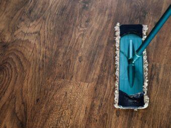 Lśniąca czystością drewniana podłoga
